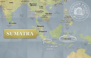 L'île de Sumatra se trouve au nord-ouest de l'Indonésie. Elle est voisine de Singapour et de la Malaisie. Elle est traversée par l'Equateur.