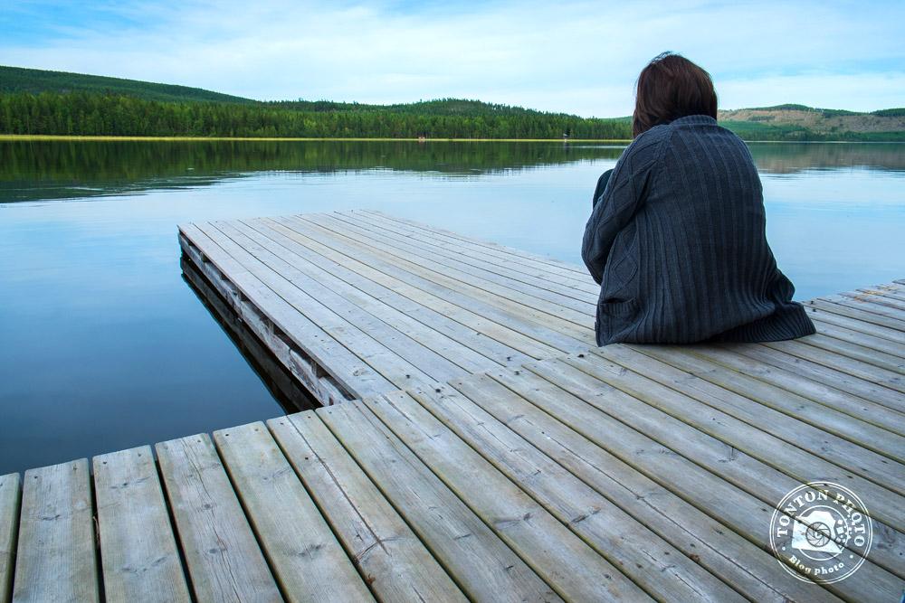 Instant contemplatif sur une berge au bord d'un petit lac. Norbotten, Suède © Clément Racineux / Tonton Photo