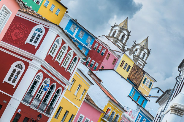 Dans le vieux quartier coloré du Pelourinho, Salvador de Bahia, Brésil © Clément Racineux / Tonton Photo
