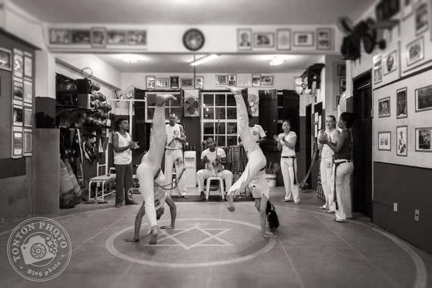 Roda de capoeira à l'Associação de Capoeira Mestre Bimba, un temple de la capoeira ! Salvador de Bahia, Brésil © Clément Racineux / Kalao Studio