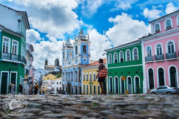 Dans le vieux quartier coloré du Largo do Pelourinho, Salvador de Bahia, Brésil © Clément Racineux / Tonton Photo