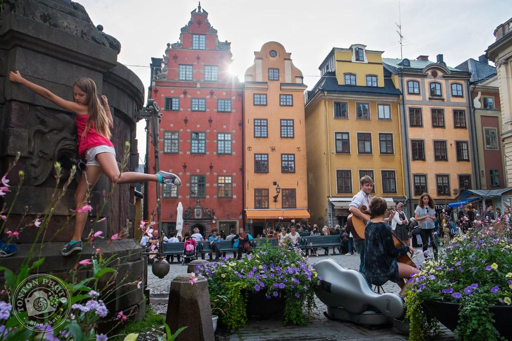 Dans les vieux quartiers médiévaux de Gamla Stan. Stockholm, Suède © Clément Racineux / Tonton Photo