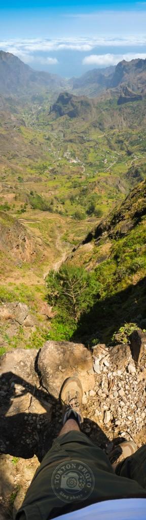 Dans la ribeira da Paúl, une vallée verdoyante et encaissée, cernée de reliefs brumeux et accidentés, parfaits pour la randonnée. Île de Santo Antão, Cap Vert © Clément Racineux / Tonton Photo