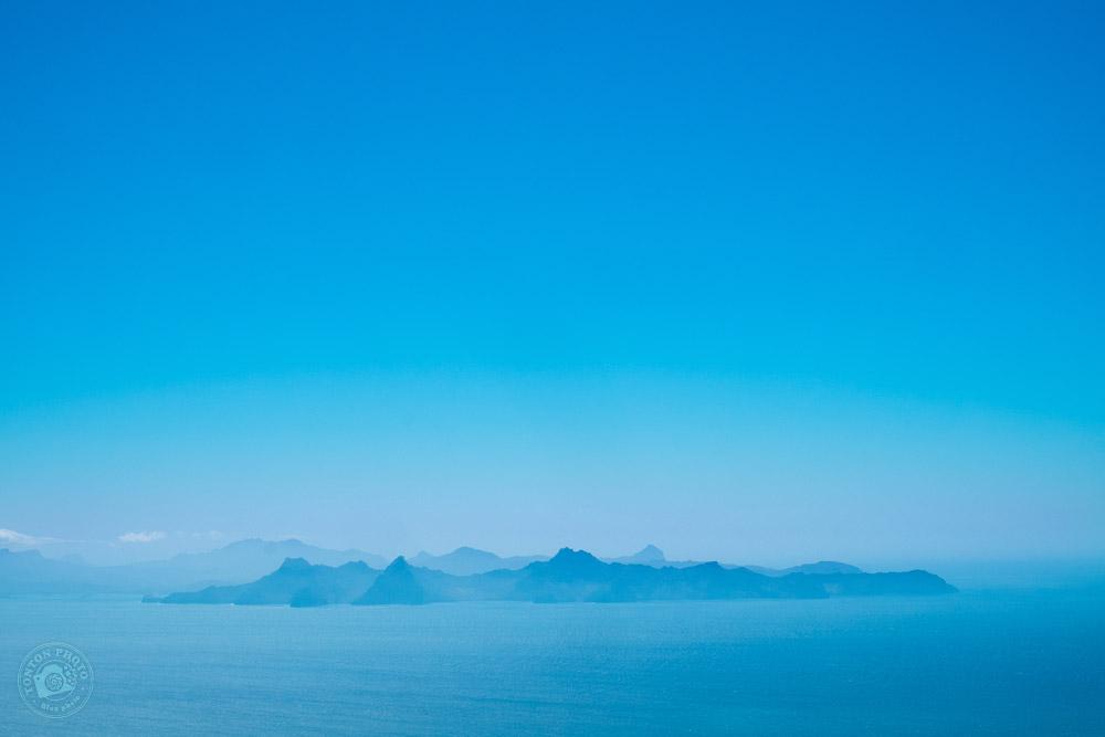 Vue sur l'île de Sao Vicente dans la brume matinale, depuis les hauteurs de Porto Novo, Santo Antão, Cap Vert © Clément Racineux / Tonton Photo