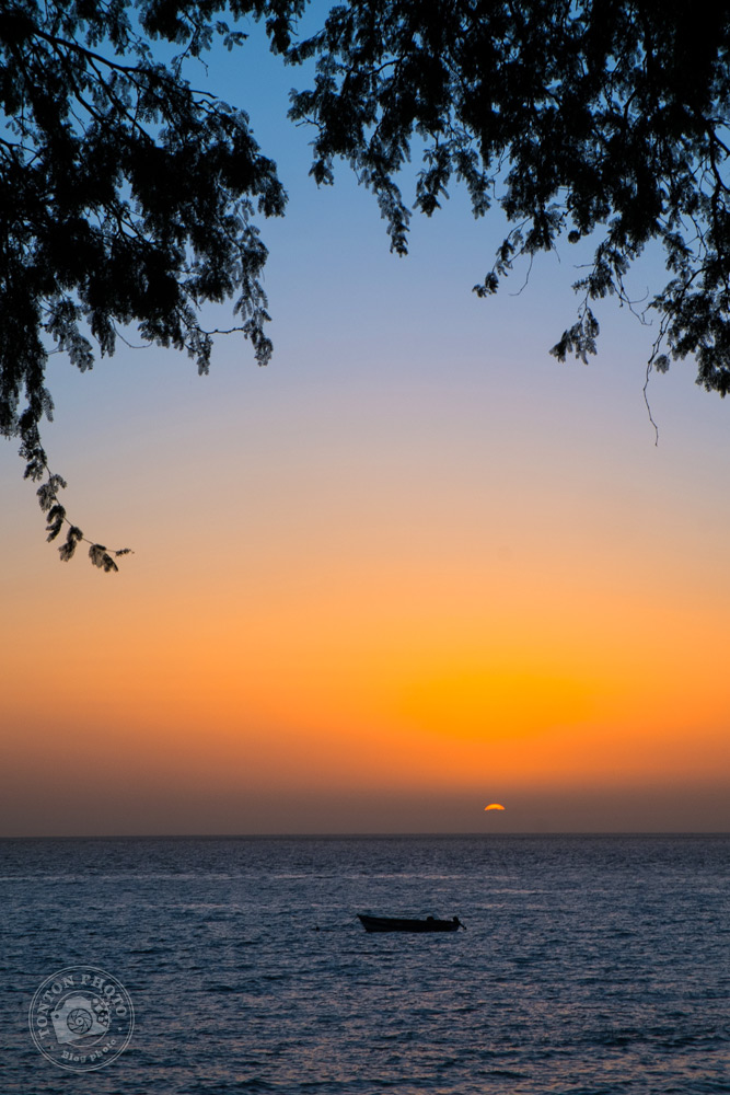 Coucher de soleil du bout du monde... À l'horizon, aucun obstacle avant les Amériques ! Tarrafal, Santo Antão, Cap Vert © Clément Racineux / Tonton Photo