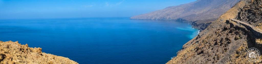 Seul au monde entre désert minéral et océan. Entre Tarrafal et Monte Trigo, Santo Antão, Cap Vert © Clément Racineux / Tonton Photo