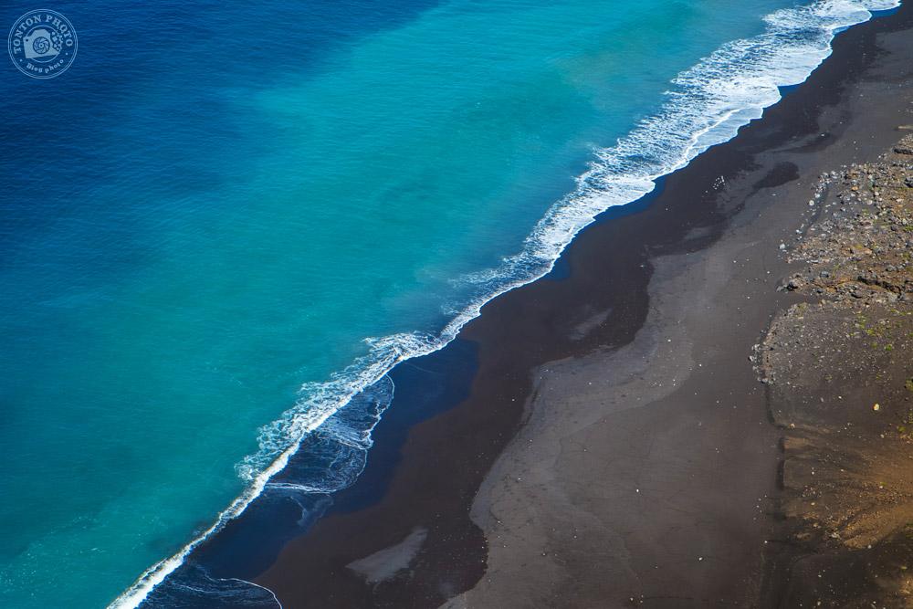 La rencontre entre sable et noir et océan provoque de splendides palettes de couleurs... Baia de Monte Trigo, Santo Antão, Cap Vert © Clément Racineux / Tonton Photo