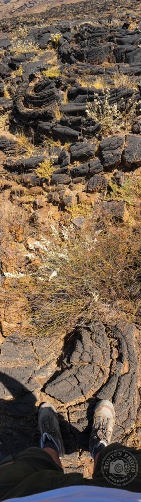 Dans les champs de lave au pied du volcan Tope de Coroa (1979m), entre Tarrafal et Monte Trigo, Santo Antão, Cap Vert © Clément Racineux / Tonton Photo