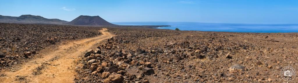 En marche vers l'ascension du cratère Curralinho, qui culmine à 93m d'altitude ;) Tarrafal de Monte Trigo, Santo Antão, Cap Vert © Clément Racineux / Tonton Photo