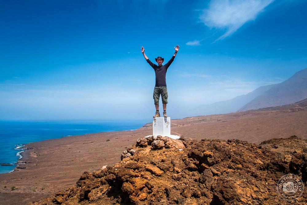 Votre serviteur, vainqueur de l'ascension du cratère Curralinho... à 93m d'altitude ;) Tarrafal de Monte Trigo, Santo Antão, Cap Vert © Clément Racineux / Tonton Photo