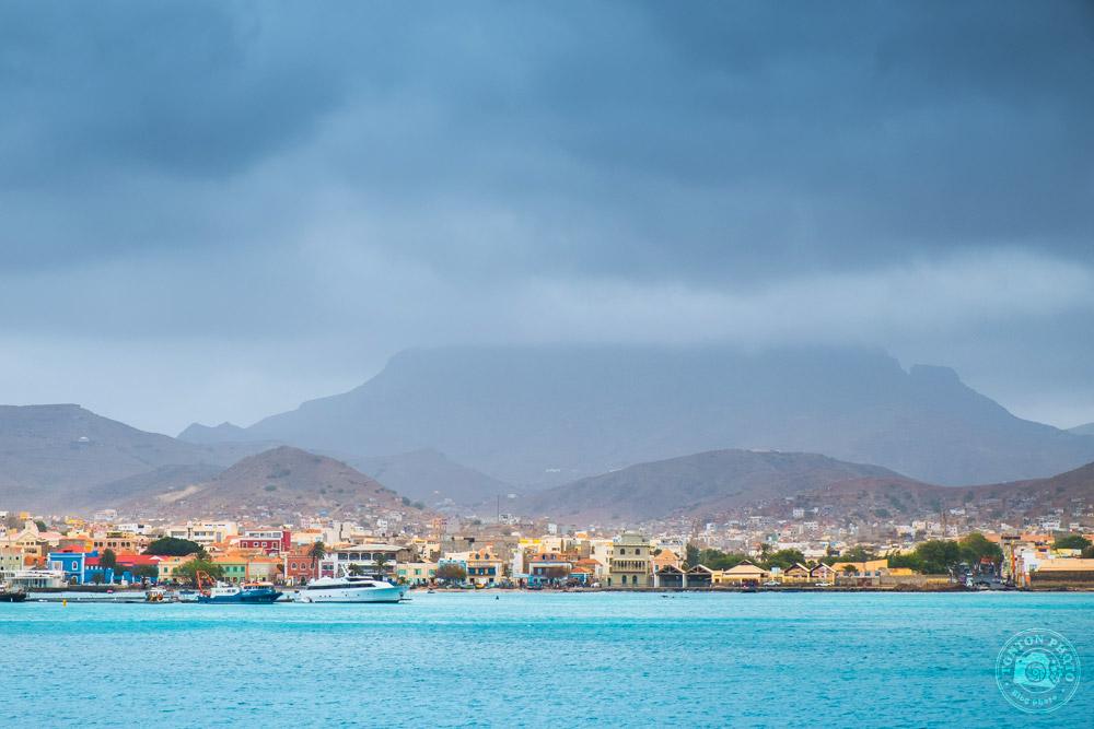 Arrivée en ferry dans le port de Mindelo, île de São Vicente, Cap Vert © Clément Racineux / Tonton Photo