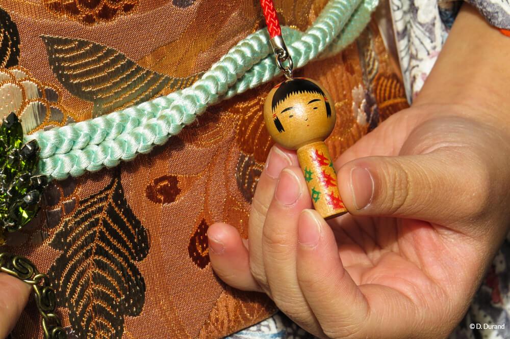 Détails du kimono d'une jeune japonaise à Koyasan Japon © D. Durand