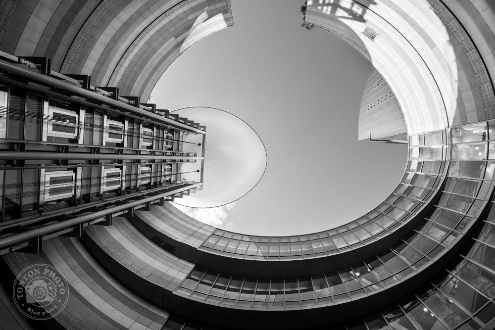 Architecture très stylée d'un quartier d'affaires d'Osaka, Japon © Clément Racineux / Tonton Photo