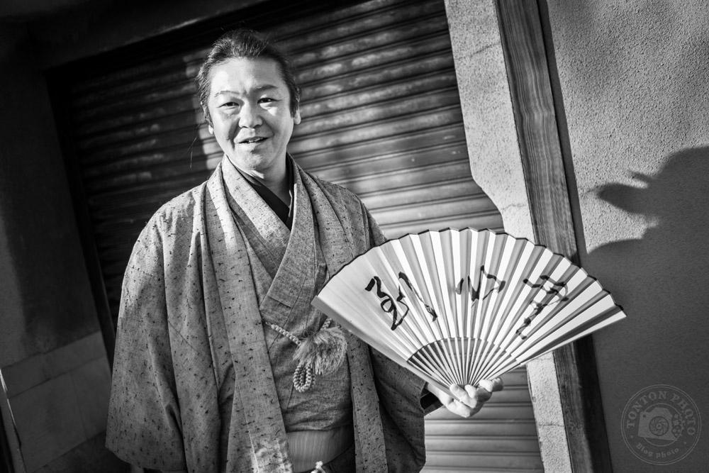 Un passant très élégant dans son kimono. Kyoto, Japon © Clément Racineux / Tonton Photo