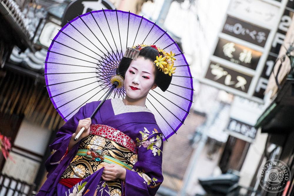 Portrait de geisha dans les ruelles du quartier de Gion, Kyoto, Japon © Clément Racineux / Tonton Photo