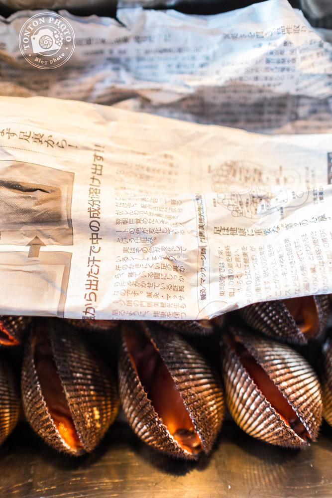 Coquillages sur le marché aux poissons et fruits de mer de Tsukiji, Tokyo, Japon © Clément Racineux / Tonton Photo