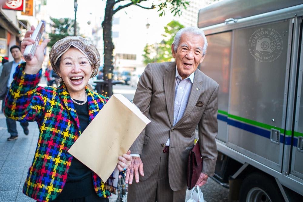 Rencontre chaleureuse dans les rues de Tokyo, Japon © Clément Racineux / Tonton Photo