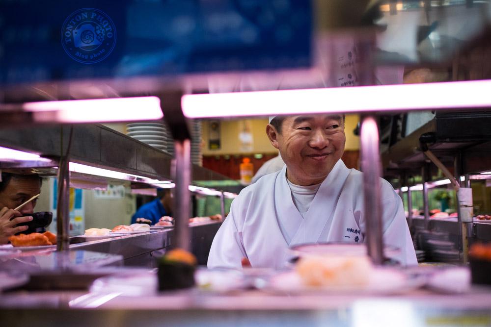 Cuisinier dans un restaurant de sushis. Tokyo, Japon © Clément Racineux / Tonton Photo