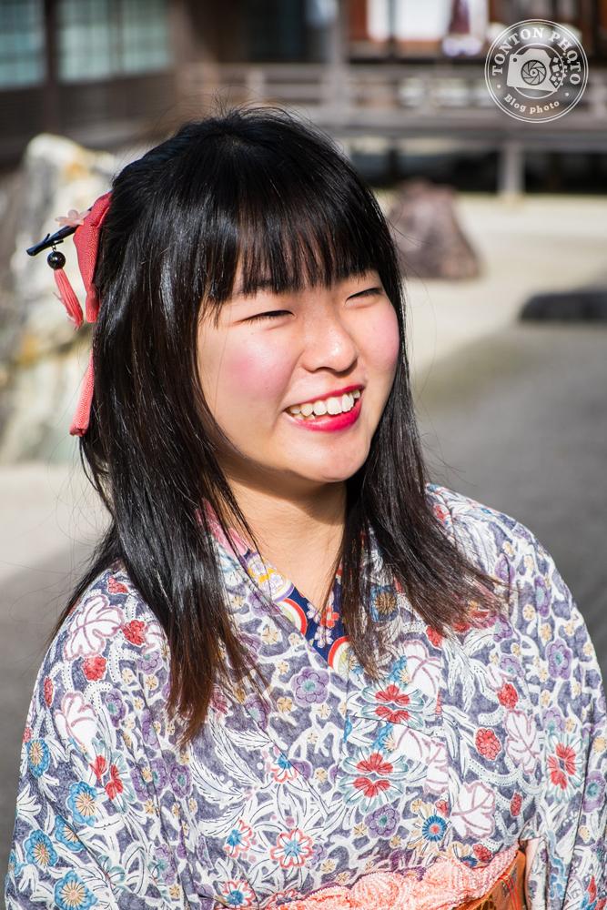 Jeune visiteuse endimanchée du temple Kongobuji, Koyasan, Japon © Clément Racineux / Tonton Photo