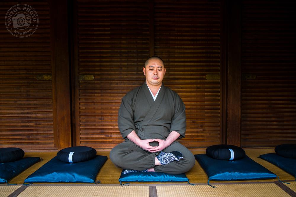 Moine bouddhiste en pleine méditation. Monastère Shunko-In, Kyoto, Japon © Clément Racineux / Tonton Photo