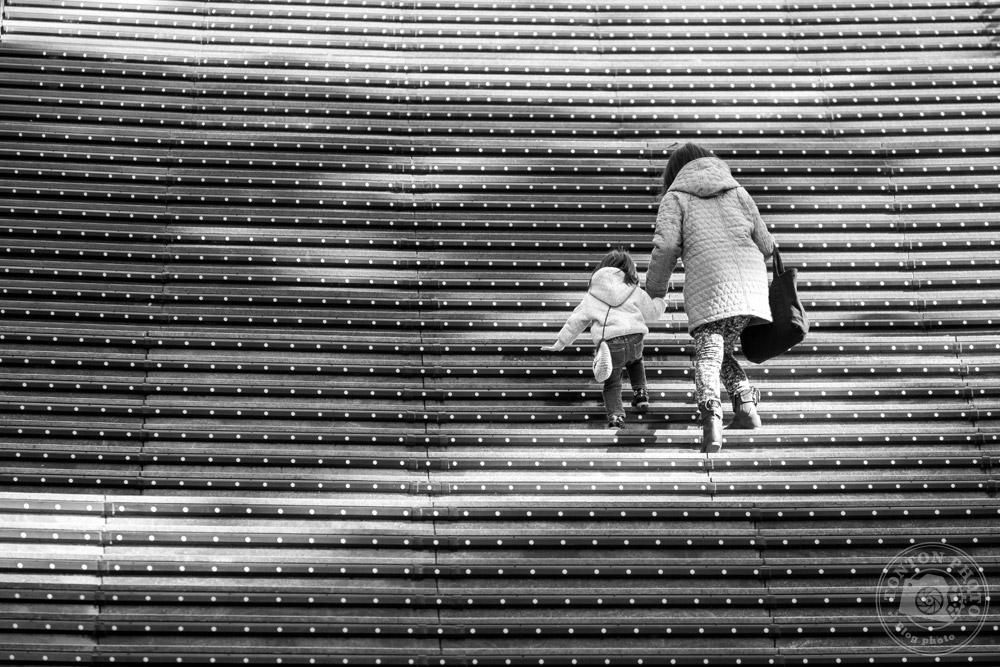 Escalier graphique dans la gare de Kyoto, Japon © Clément Racineux / Tonton Photo