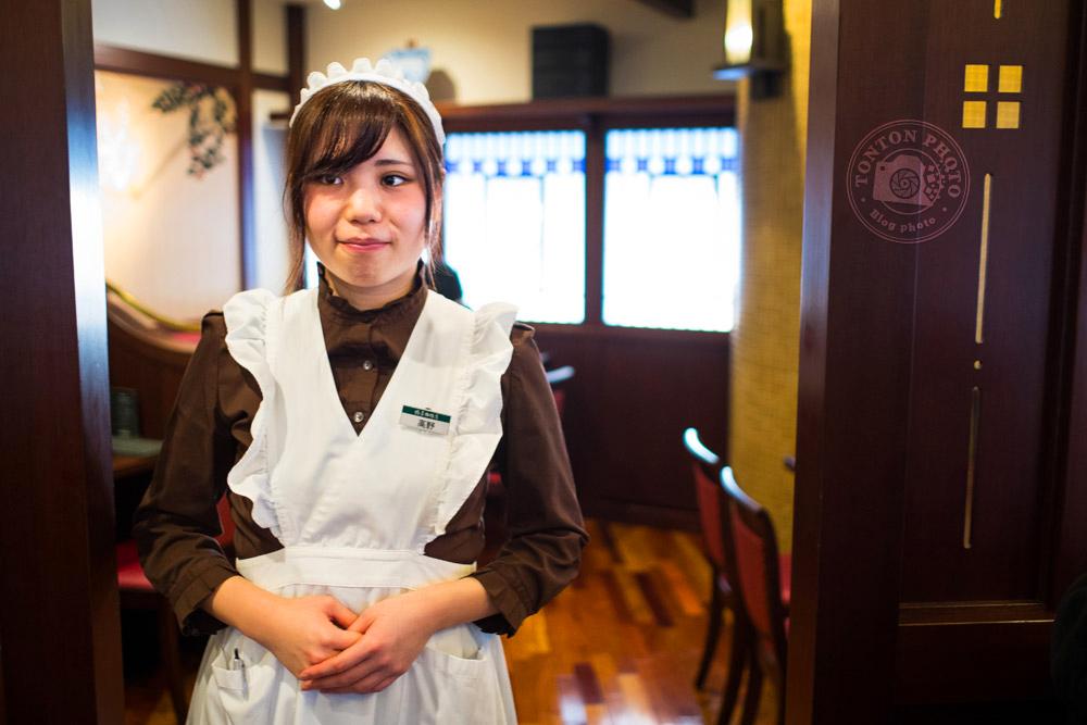 Une serveuse dans son habit de soubrette, Tokyo, Japon © Clément Racineux / Tonton Photo