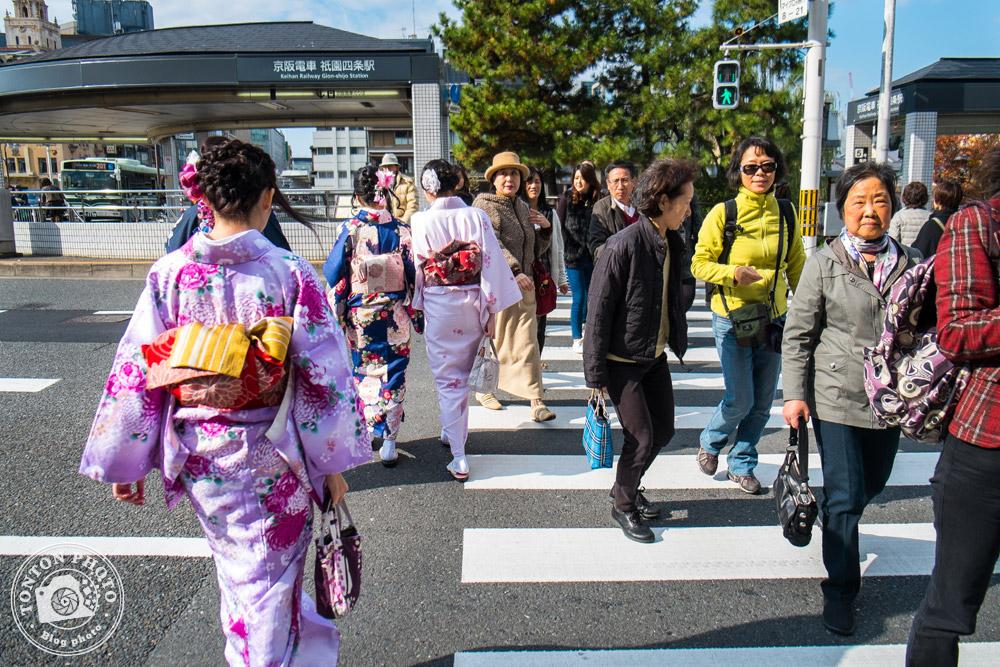 Tradition & modernité dans les rues de Kyoto, Japon © Clément Racineux / Tonton Photo