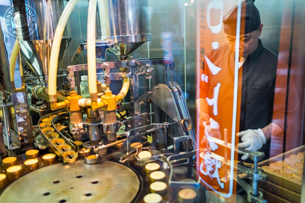 Pâtissier à travers la vitrine, Kyoto, Japon © Clément Racineux / Tonton Photo
