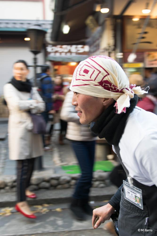 Filé d'un cycliste dans les rues de Kyoto, Japon © M. Barro