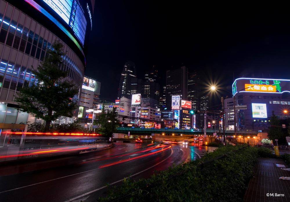 Pose longue de nuit dans le quartier de Shinjuku, Tokyo, Japon © M. Barro