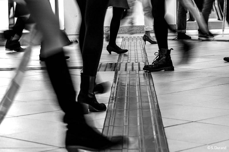 La foule dans les couloirs du métro de Tokyo, Japon © S. Durand