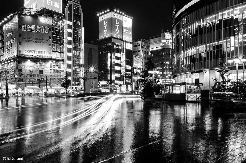 Pose longue dans le quartier de Shinjuku, Tokyo, Japon © S. Durand