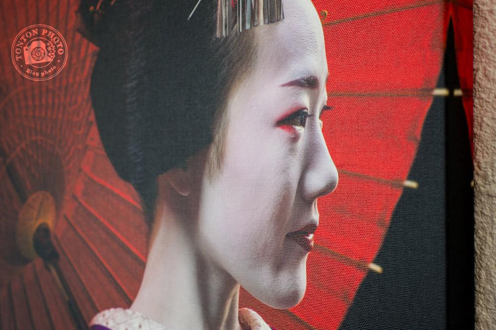 Gros plan sur le grain caractéristique des toiles sur lesquelles sont imprimées les photos © Tonton Photo