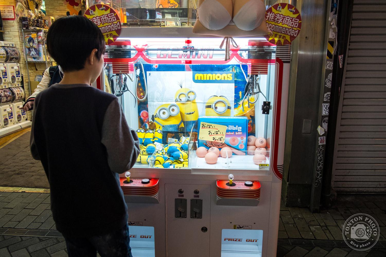 Curieuse combinaison de jouets à gagner, Osaka, Japon © Clément Racineux / Tonton Photo