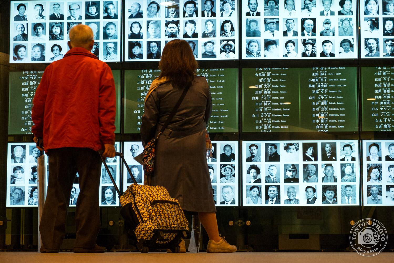 Dans le Mémorial de la Paix d'Hiroshima, Japon. Lors de l'explosion de la bombe atomique le 06 août 1945, 75000 personnes furent tuées sur le coup, et environ 250000 au total. Il ne resta aucune trace des habitants dans un périmètre de 500 mètres autour de l'explosion... © Clément Racineux / Tonton Photo