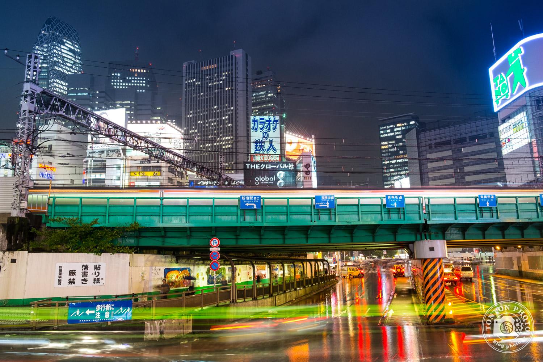 Photo de nuit et pose longue dans le quartier de Shinjuku, Tokyo, Japon © Clément Racineux / Tonton Photo