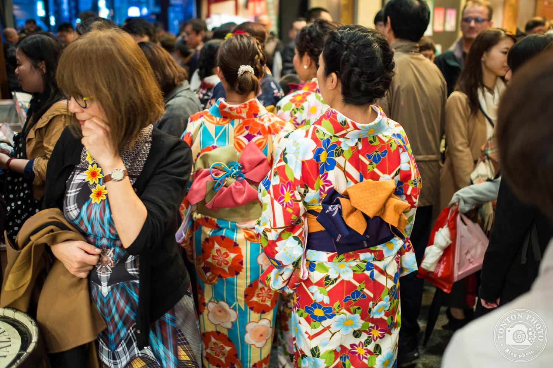 Dans la foule du marché de Kyoto, Japon © Clément Racineux / Tonton Photo