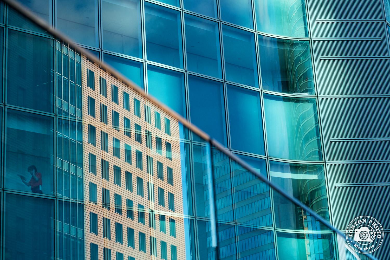 Photo d'architecture dans le quartier d'affaires de Shiodome, Tokyo, Japon © Clément Racineux / Tonton Photo