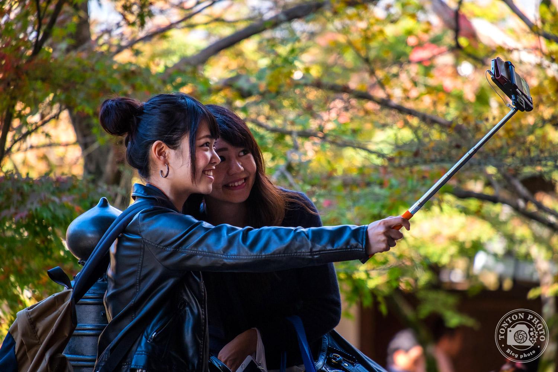 Selfie entre amies, temple Eikando, Kyoto, Japon © Clément Racineux / Tonton Photo