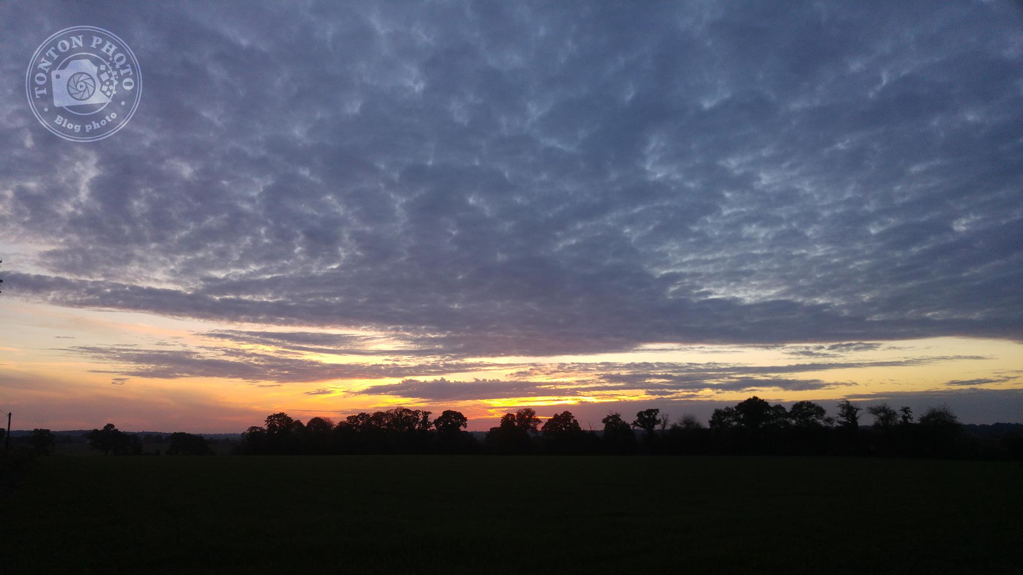 Test du photophone LG G4 : Coucher de soleil sur la campagne près de Rennes (Bretagne, France). F/1.8 - 1/120 - ISO 50 © Clément Racineux / Tonton Photo