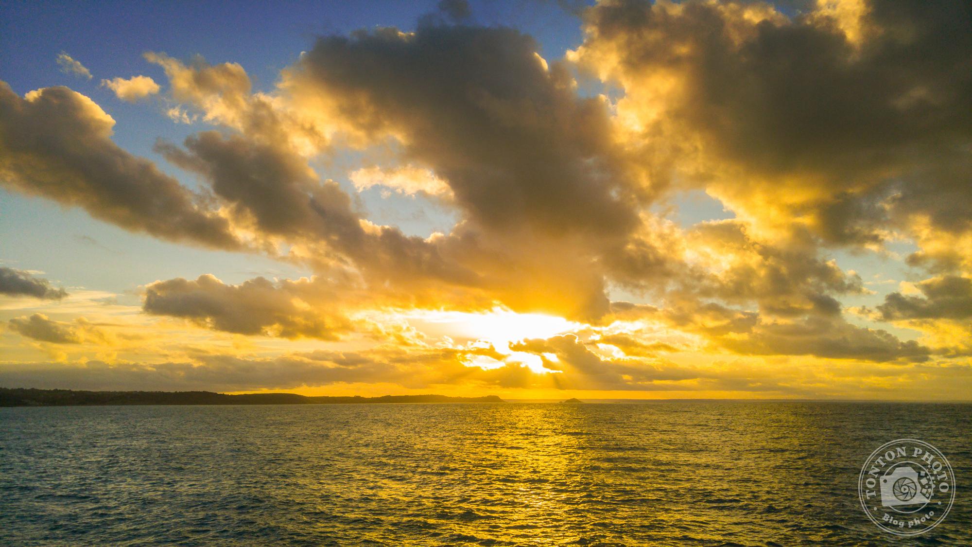 Après post-traitement : observez comme j'ai pu récupérer la sur-exposition au niveau du soleil grâce au format Raw © Clément Racineux / Tonton Photo