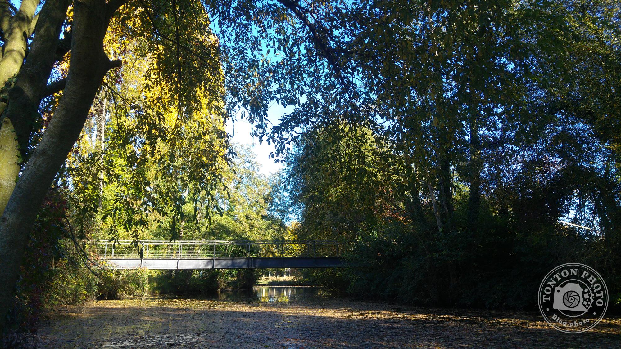Test du photophone LG G4 : Pont sur une petite rivière près de Rennes (Bretagne, France). F/1.8 - 1/500 - ISO 100 © Clément Racineux / Tonton Photo