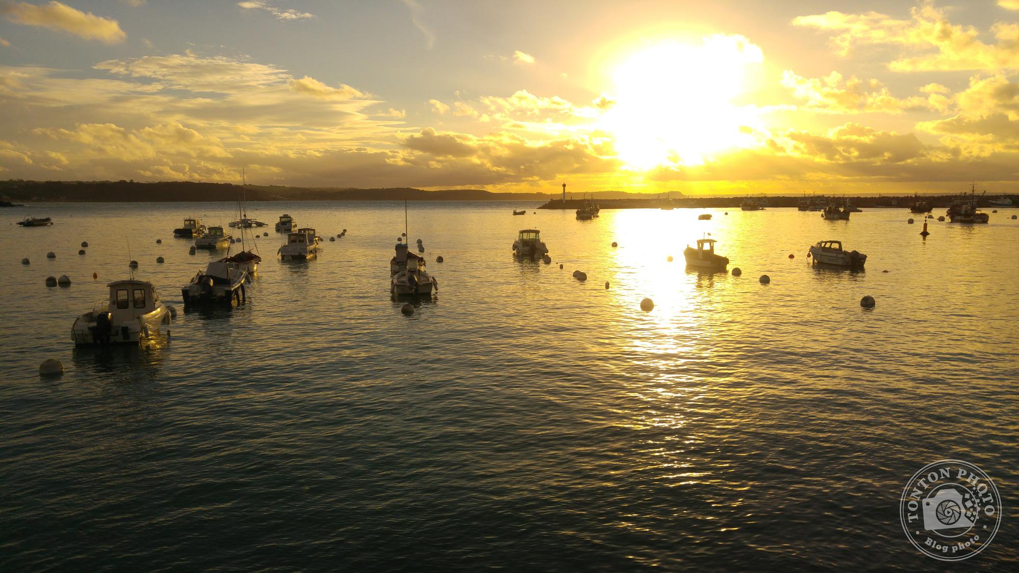 Test du photophone LG G4 : Coucher de soleil sur le port d'Erquy, en Bretagne (France). F/1.8 - 1/2000 - ISO 50 © Clément Racineux / Tonton Photo