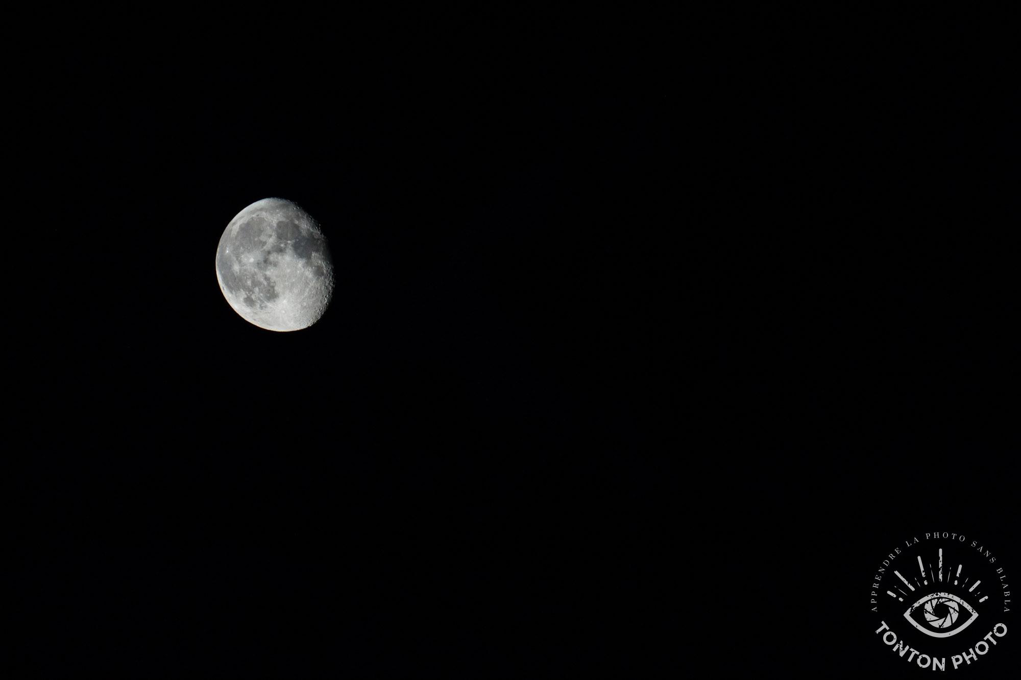 La lune, photographiée à l'aide du télé-objectif Samyang 500mm f/6.3 MC IF © Tonton Photo