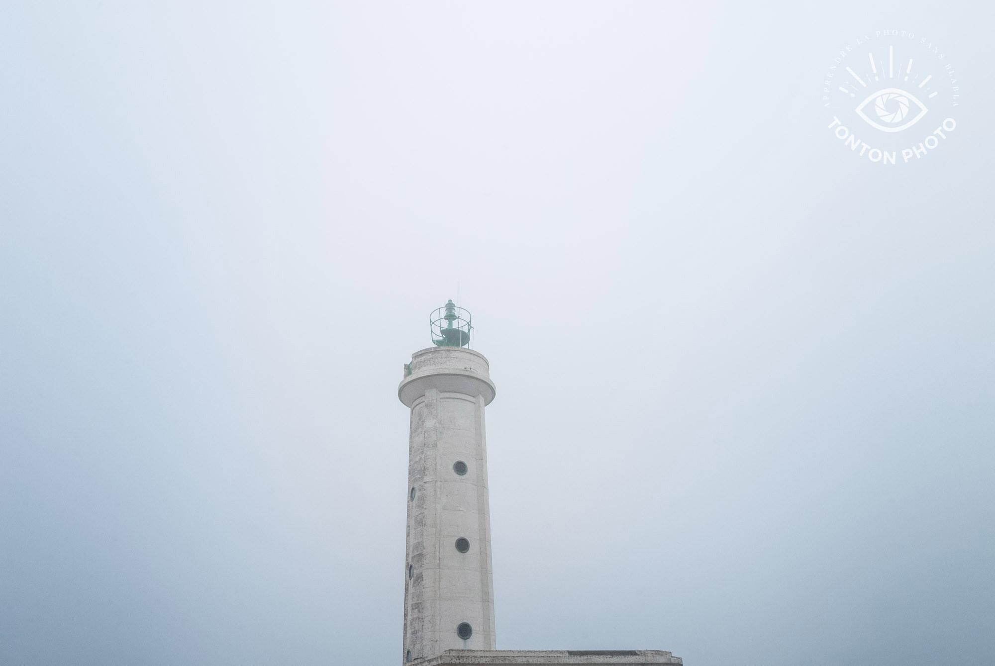 Comment photographier le brouillard ? Phare du Hourdel en Baie de Somme © Clément Racineux / Tonton Photo