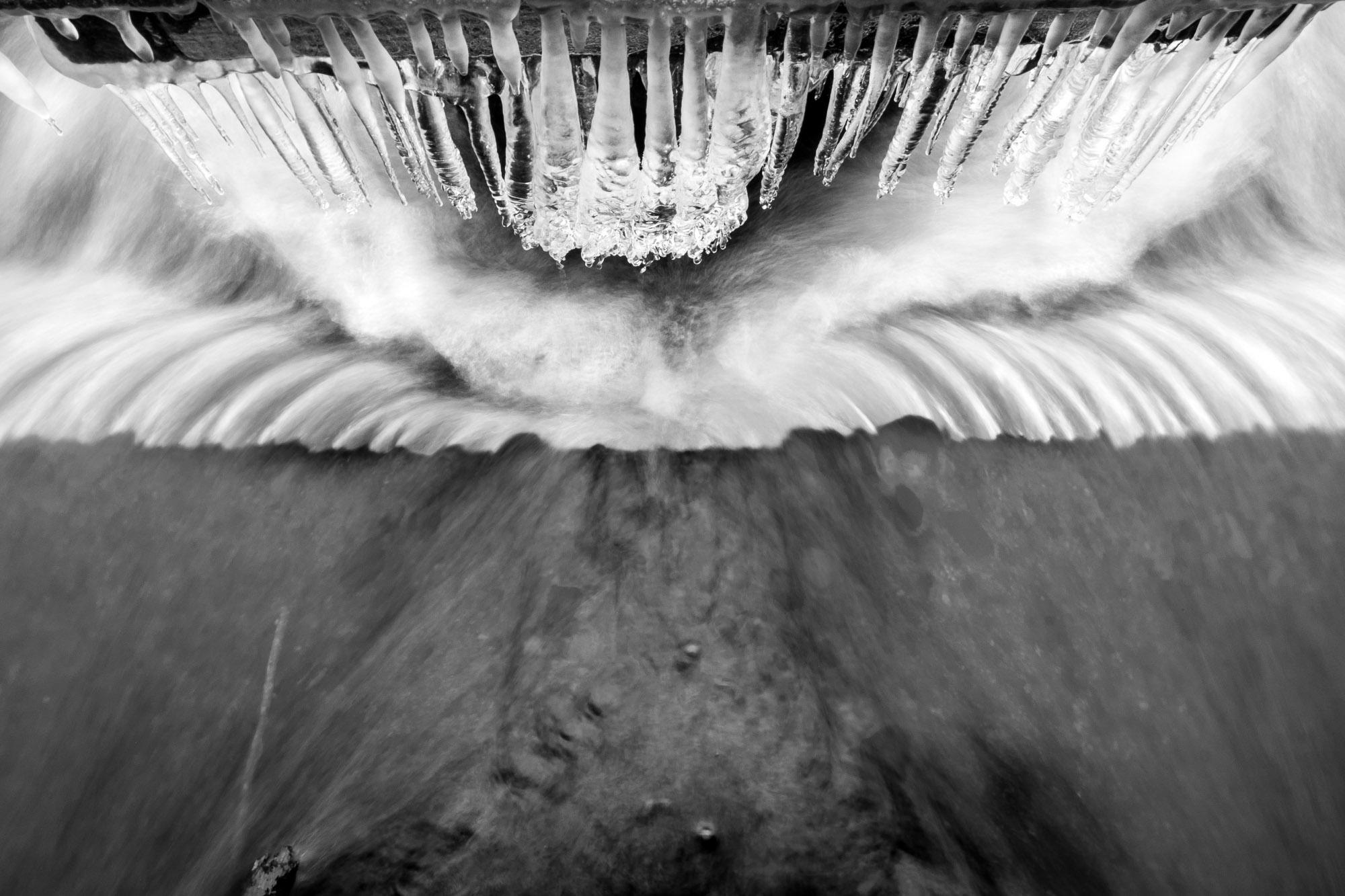 Pose longue à main levée pour capturer l'eau en cours de gel © Clément Racineux / Tonton Photo