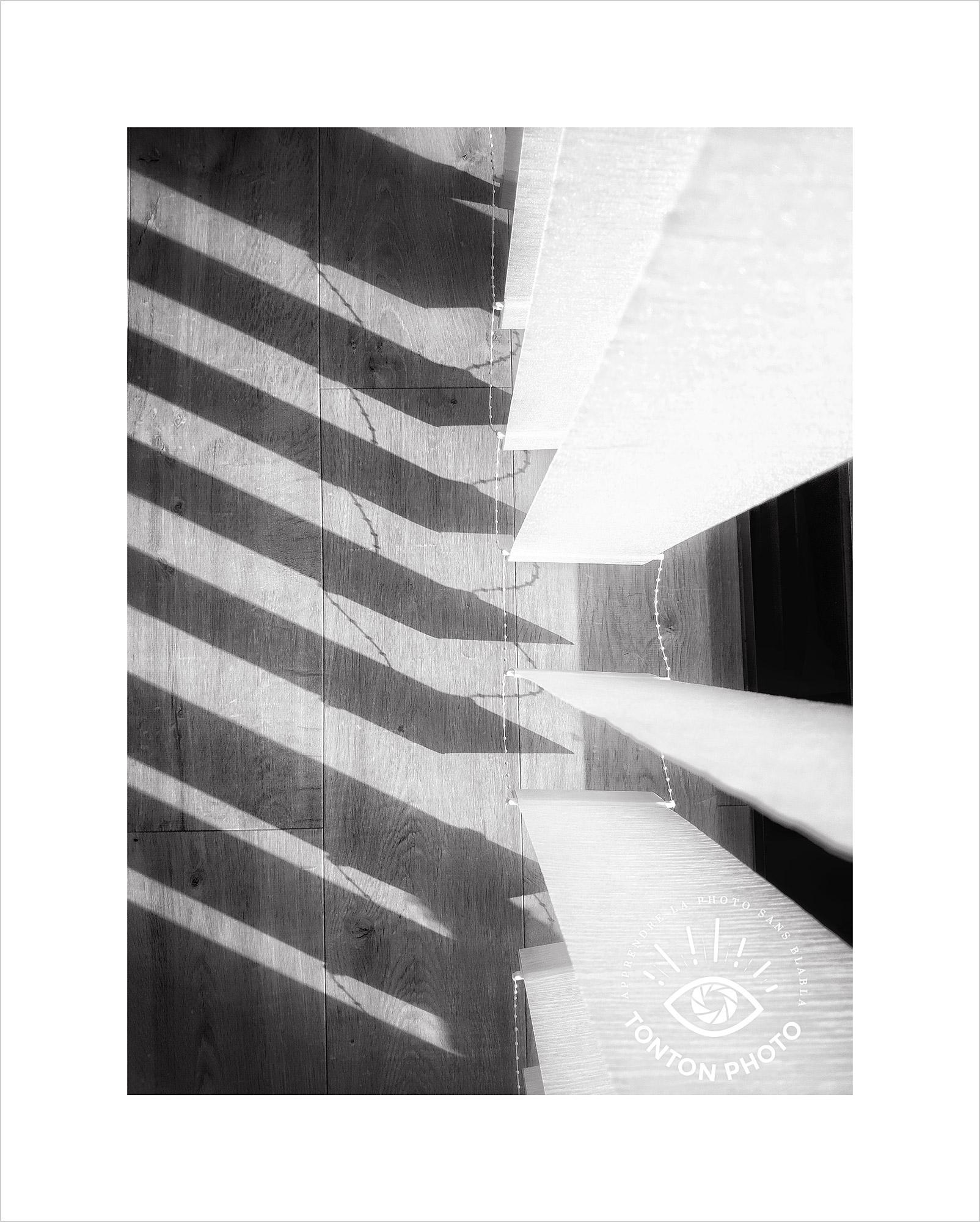 Jeu d'ombre et de lumière avec des rideaux. Photo prise au smartphone Xiaomi Mi Mix 3 © Tonton Photo