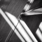 Jeu d'ombres et lumière sur parquet et porte vitrée. Photo prise au Smartphone Xiaomi Mi Mix 3 © Tonton Photo